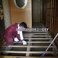 写真: 床張替え作業
