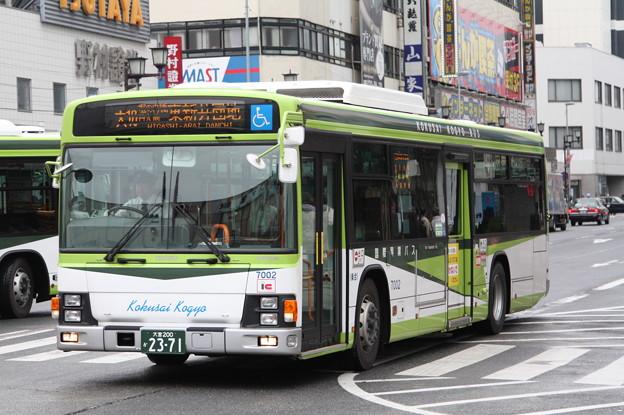 国際興業バス 7002号車