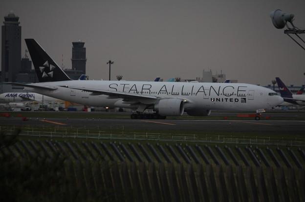ユナイデッド航空 ボーイング777-200 N77022 スターアライアンス塗装