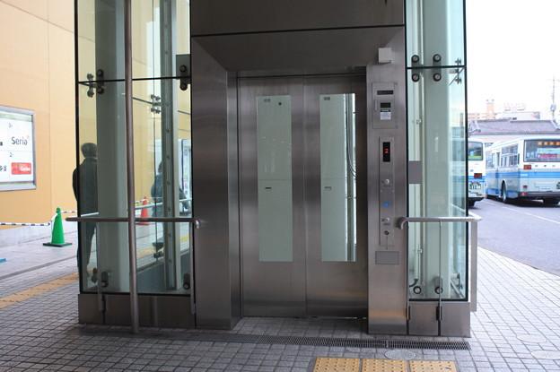 土浦駅西口前のエレベーター