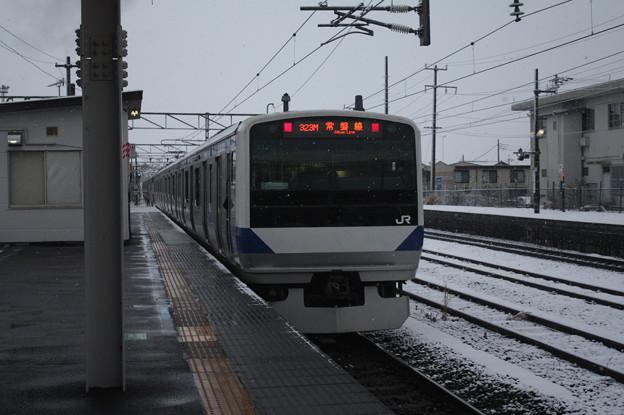 積雪の中で友部を発車する常磐線E531系K408編成