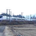 冬の田園風景を行くE657系