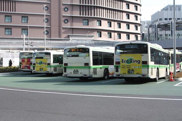 大阪駅前回転場で待つ大阪市営バス