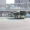 Photos: 大阪駅前回転場で待つ大阪市営バス