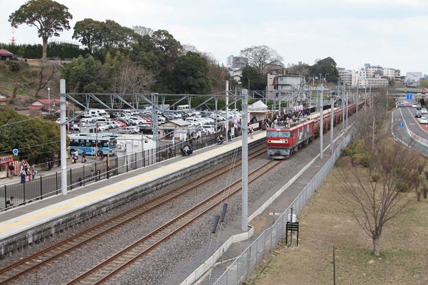 偕楽園駅を通過する5094レ安中貨物 (1)