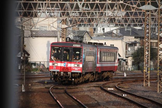水戸駅8番線に入線する鹿島臨海鉄道6000形6006「ガルパン」ラッピング