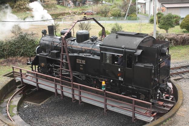茂木駅構内の転車台で回転をするC12 66 (6)