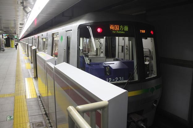 都営地下鉄大江戸線 12-000形12-231F 飯田橋方面 行