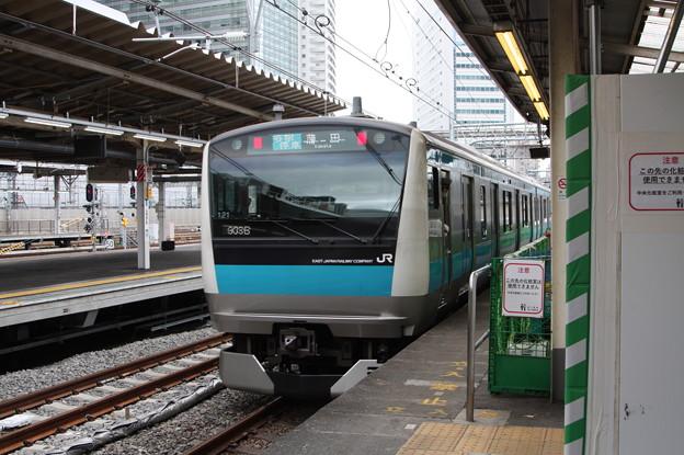 品川駅4番線を発車する京浜東北線E233系1000番台サイ121編成 蒲田 行