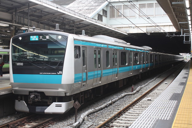 品川駅4番線に停車する京浜東北線E233系1000番台サイ127編成 大船 行 (1)