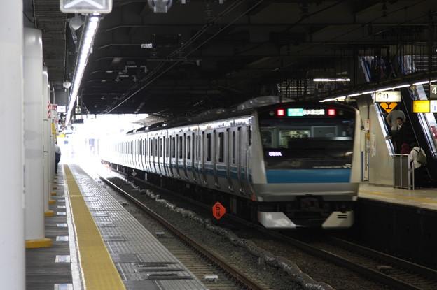 品川駅4番線を発車する京浜東北線E233系1000番台サイ176編成 磯子 行