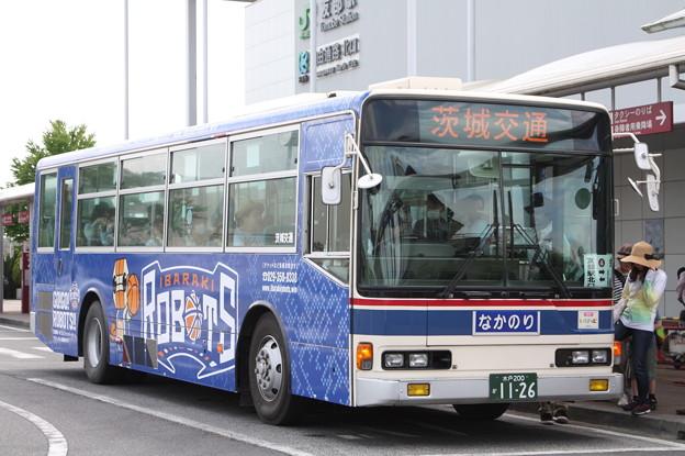 写真: 茨城交通 水戸200か1126 「茨城ロボッツ」ラッピング 笠間ひまつりシャトルバス (1)