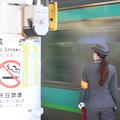 上野駅9番線の女性駅員 上野東京ライン品川行入線