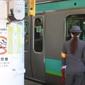 上野駅9番線の女性駅員 上野東京ライン品川行到着