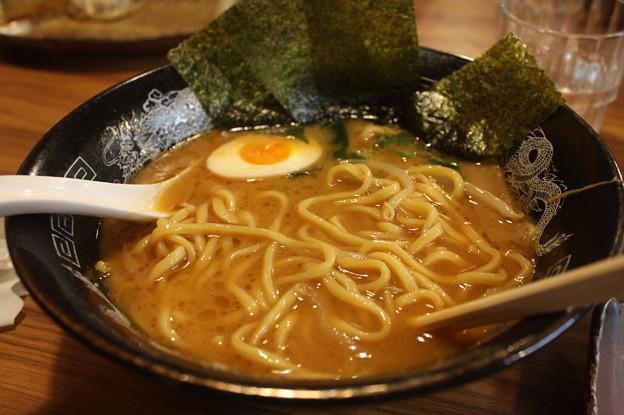 らーめん金伝丸 渋谷 味噌ラーメン・海苔トッピング アップ