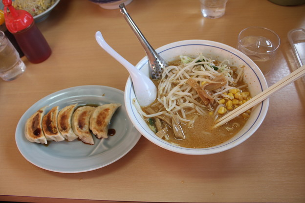 ラーメン大黒家 水戸 味噌ラーメン・メンマ&コーントッピング 餃子