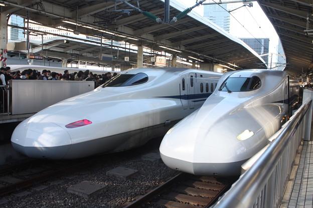 東海道新幹線 N700 並び