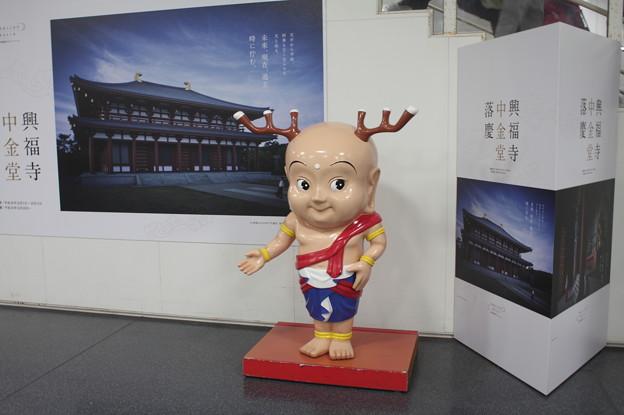 奈良駅 改札内 人形