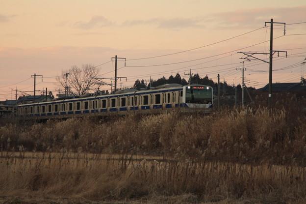 冬の田園風景を行くE531系