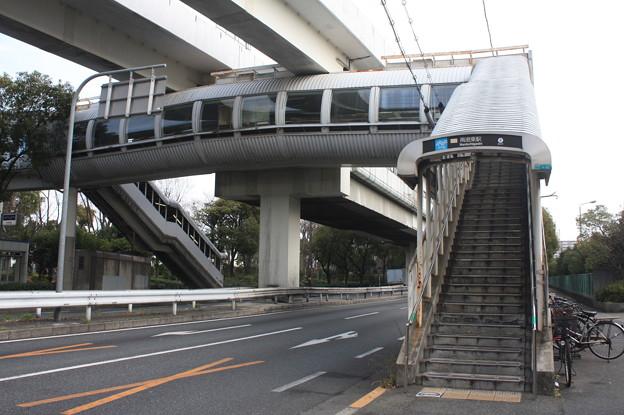 ニュートラム 南港東駅 2番出入口