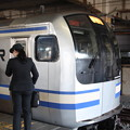 Photos: 乗務を待つ横須賀線の女性運転士