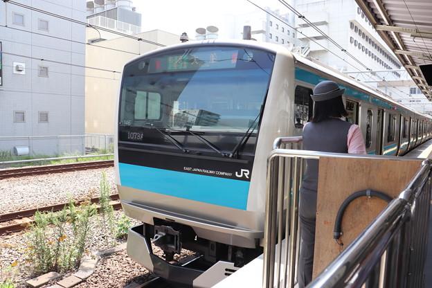京浜東北線 E233系1000番台サイ146編成&女性車掌