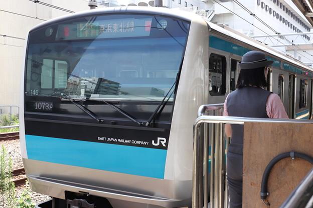 京浜東北線 E233系1000番台サイ146編成&女性車掌 (1)
