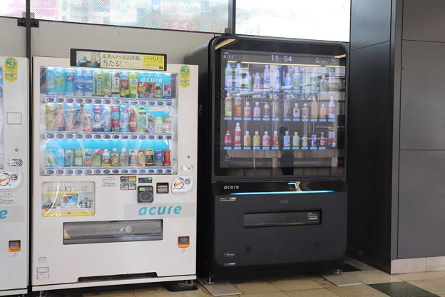 山手線渋谷駅ホームの自販機