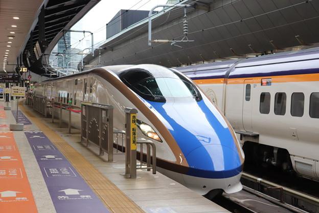 北陸新幹線 E7系F18編成