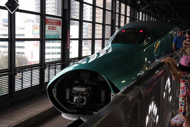 北海道新幹線 H5系H1編成 連結カバー開・連結準備