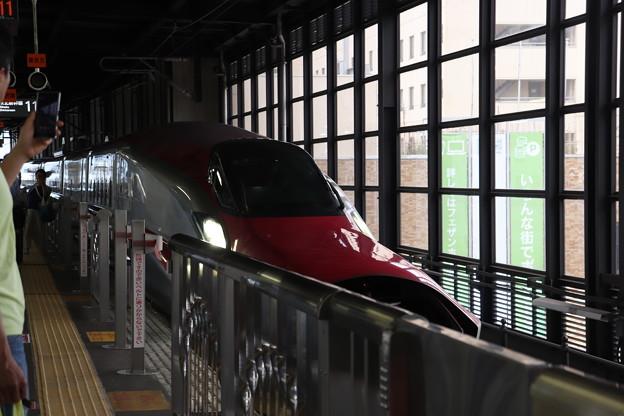 秋田新幹線 E6系Z9編成 H5系との連結準備