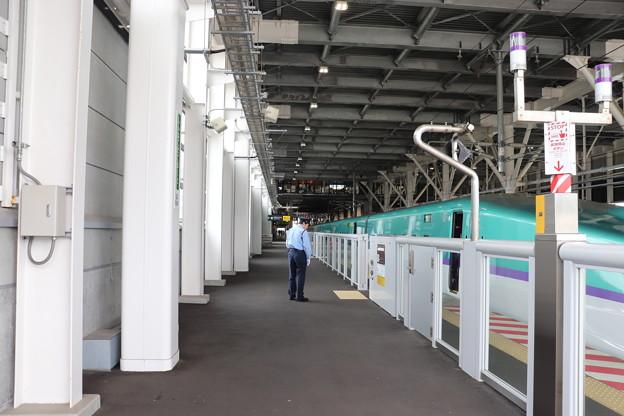 北海道新幹線 新函館北斗駅11番線ホーム