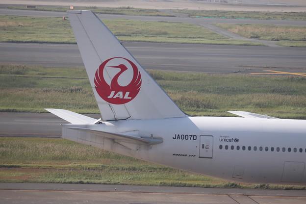 日本航空 JAL B777-200 尾翼部分
