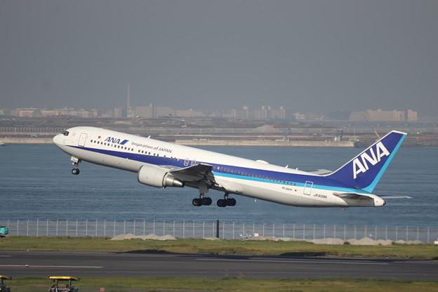 全日空 ANA B767-300ER JA608A (2)