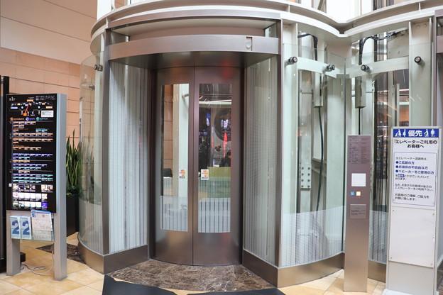 羽田空港第二ターミナル B1F エレベーターホール