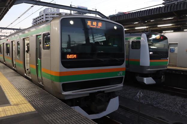 E231系1000番台S-19編成・E233系3000番台E-59編成