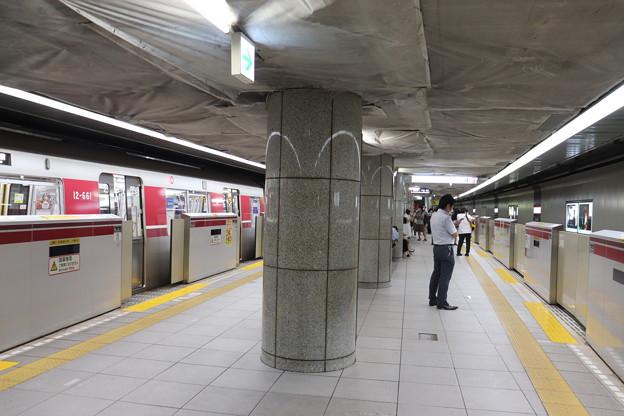 都営地下鉄大江戸線 都庁前駅3番線・4番線ホーム