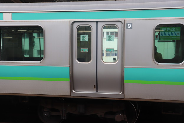 常磐線E231系に追加されたドアステッカー