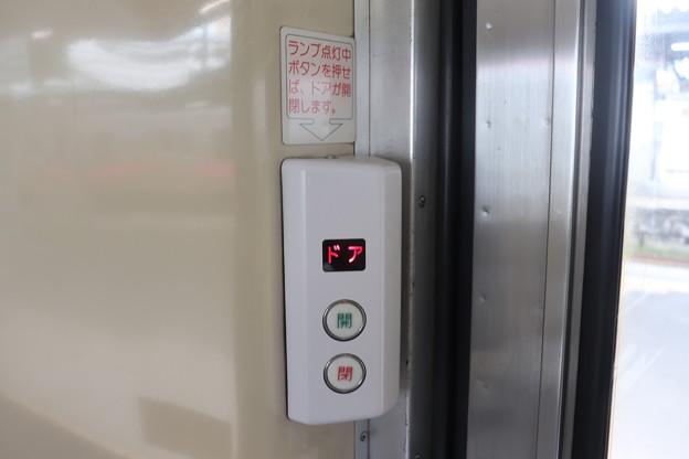キハ40系 半自動ドアボタン 内