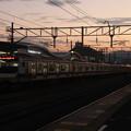 夕焼けに染まって友部駅を発車する常磐線E531系 2021.02.01