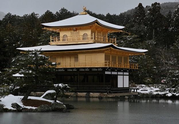 16.雪化粧した鏡湖池と金閣寺舎利殿 その5
