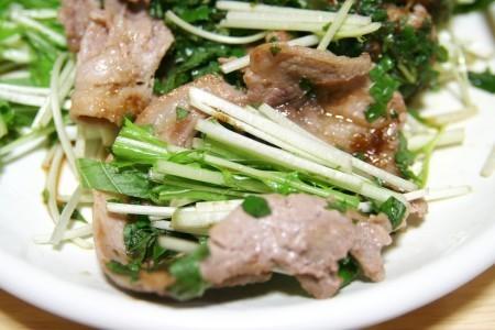 ラム肉で水菜を巻く!