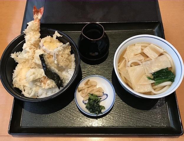 牡蠣と海老の天丼