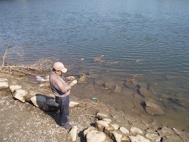 先客がダボハゼを釣っていた