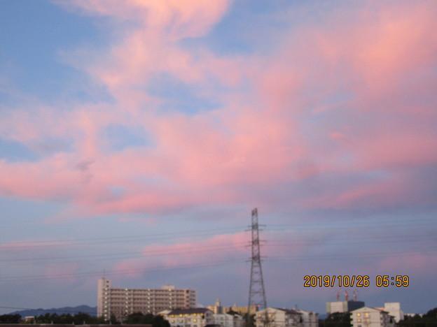 台風21号が東へ去って朝焼けが西の空に