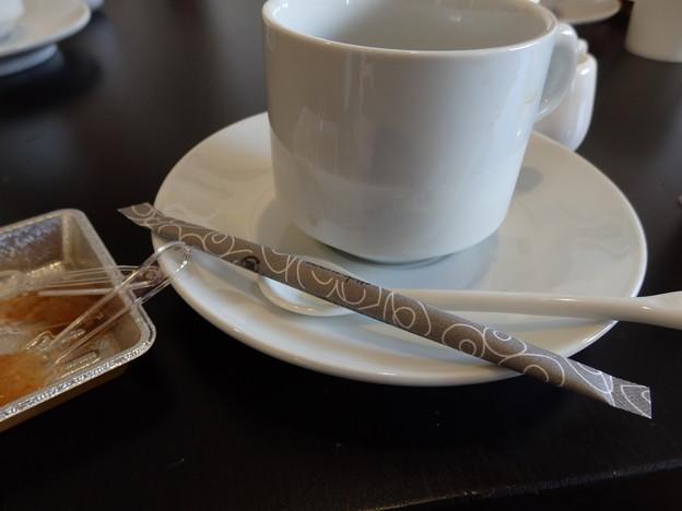 美味しいコーヒーをいただきました(ジャムなどの試食いただきました)