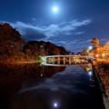 Photos: 闇夜を照らす明かりと街を照らす灯り