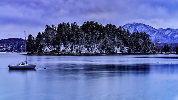 ~静寂湖畔~冬曇りの静けさの中で…。