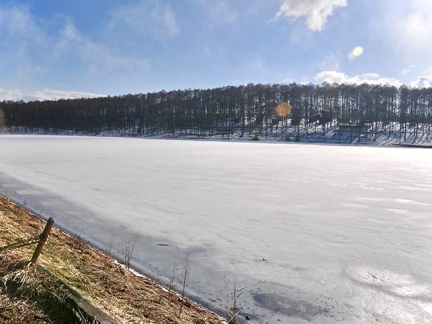 写真: 氷原のデーダラボッチ池