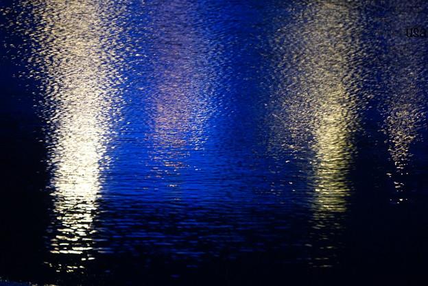 海辺に映る銀世界